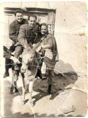 Στη φωτογραφία από αριστερά Γιώργος Αδαμίδης, Βαγγέλης Γρατσωνίδης και Γεώργιος Τζημούρτας. Τη φωτογραφία ανέβασε στο facebook Σοχός η Σούλα Γρατσωνίδου.